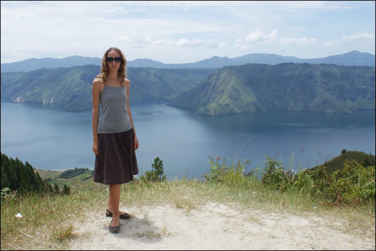 5 zanyatij na ozere toba v indonezii
