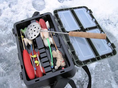 vybiraem yashhik dlya pohodov na zimnjuju rybalku